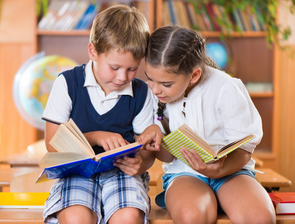 Check out these 5 tips to help create a school reading community!  Great ways to get all students, staff and families engaged in books!